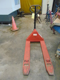 HYDRAULIC PALLET JACK (out of service)