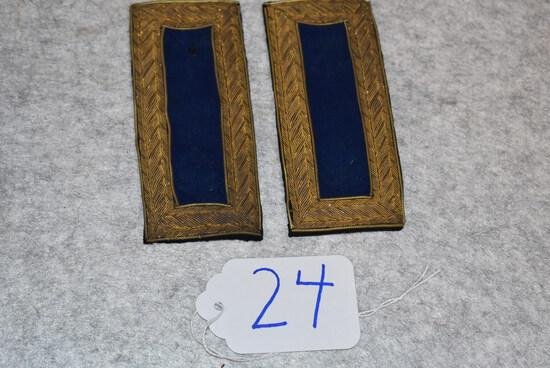 Pair of infantry officer's shoulder straps of a Major or Lt. Colonel