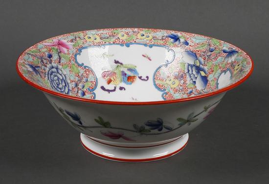 Chinese Export Famille Rose Medallion Bowl