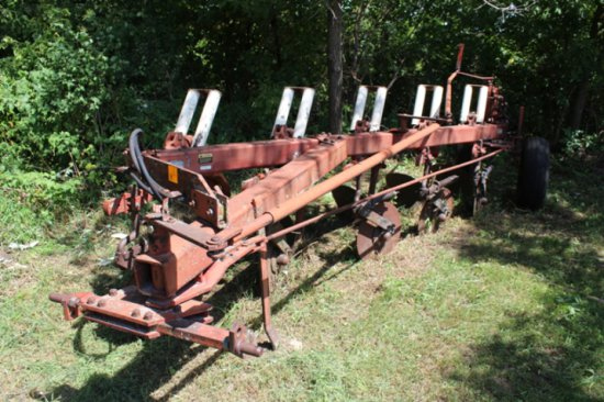 IH 710 5-18'S PLOW, AR, COULTERS, SEMI MOUNT
