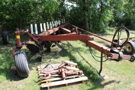 IH 710 7-18'S ON LAND PLOW, AR, COULTERS,