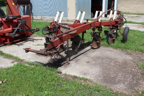 IH 710 4-16'S AR PLOW, 4 COULTERS