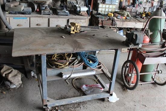 "39""X61""X5/16"" WELDING TABLE ON WHEELS"