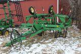 JD 680 21'  CHISEL PLOW, WING FOLD,