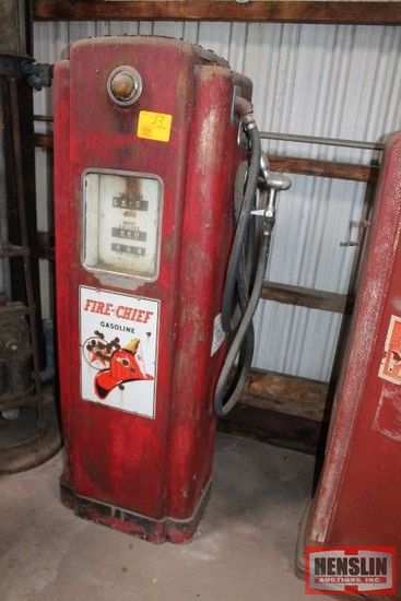 WAYNE MODEL 70 GAS PUMP W/ FIRE CHIEF TEXACO