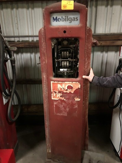 BENNETT 371 GAS PUMP, NEEDS RESTORATION, FRONT
