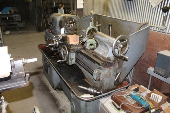 15x40 COLCHESTER TRIUMPH TURNING LATHE,