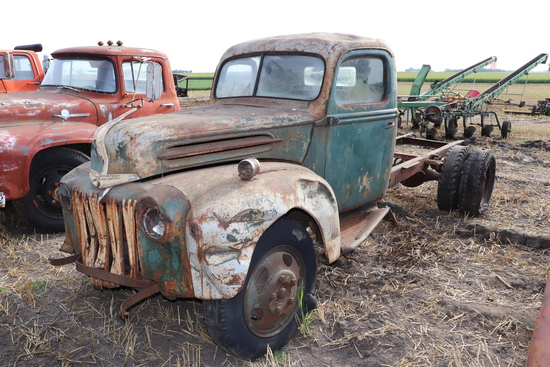 FORD TRUCK, SINGLE AXLE, NO ENGINE, UNABLE