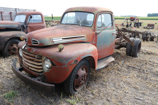 FORD F5 SINGLE AXLE TRUCK,V-8, 4 SPEED, FACTORY