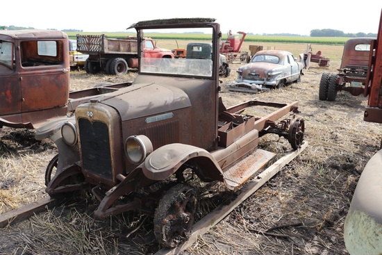IH TRUCK CHASSIS AND ENGINE, NOT RUNNING,
