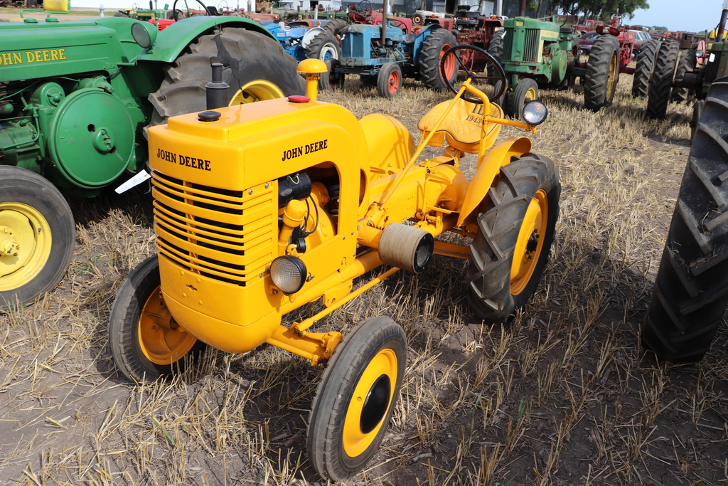 1945 JOHN DEERE LI, RESTORED, NEW 7.50-22 REAR