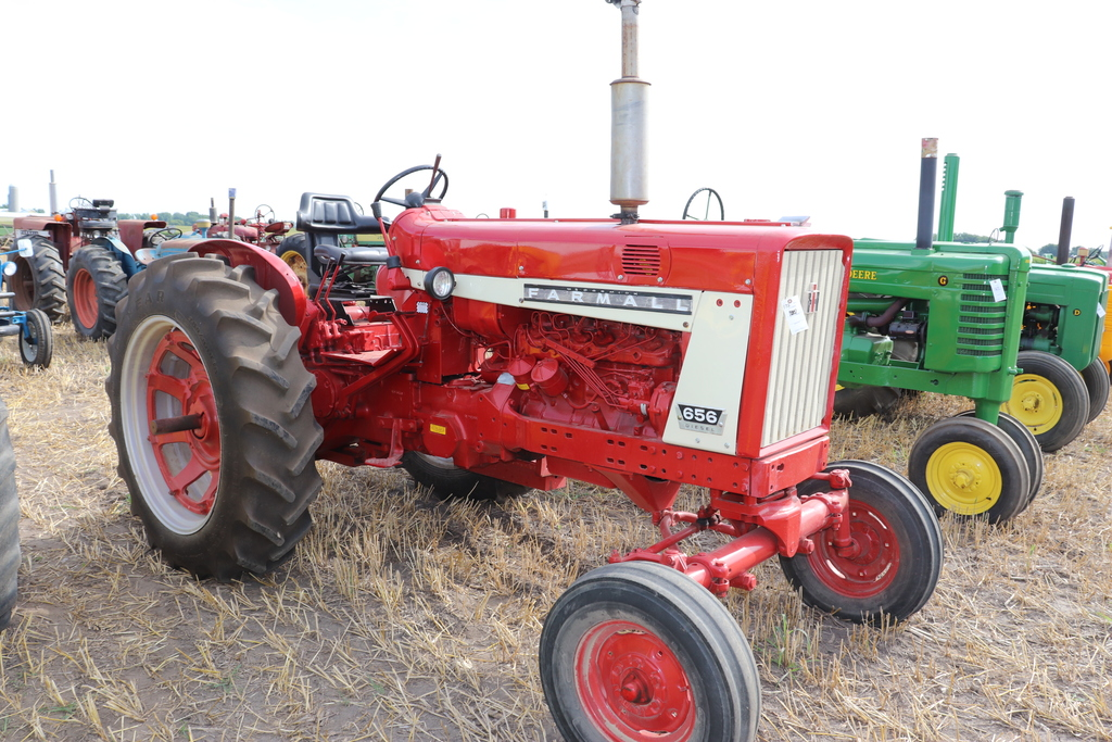 1967 FARMALL 656 DIESEL, RESTORED, WF, SINGLE HYD,