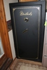 WEATHERBY FIRE PROOF GUN SAFE, HOLDS 11