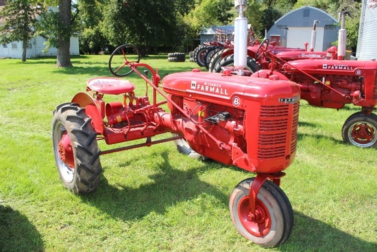 FARMALL B CULTIVISION, SINGLE WHEEL TRICYLE FRONT,