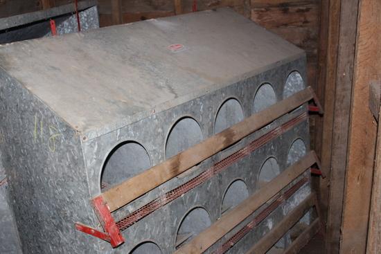 UNICO ALLIANCE 15 HOLE GALVANIZED NEST BOX