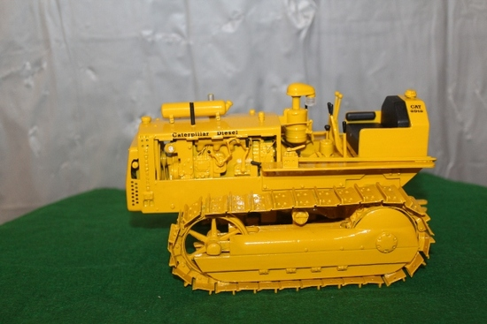 1/25 CAT MODEL D4 WITH MOVING PARTS,