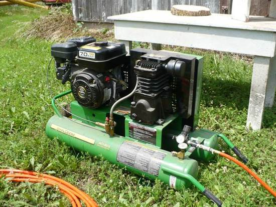 JOHN DEERE AC1-8GS DOUBLE BARREL AIR COMPRESSOR,