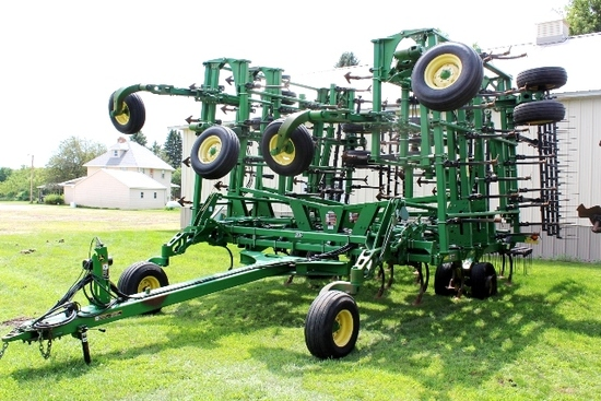 "50.5' JOHN DEERE 2210 FIELD CULT, 7"" KNOCK ON"