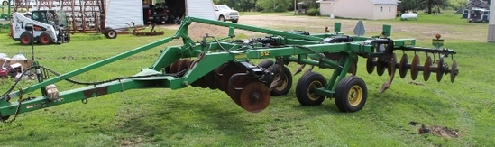 "JOHN DEERE 512 DISC RIPPER, 5 SHANK, 7"" POINTS,"