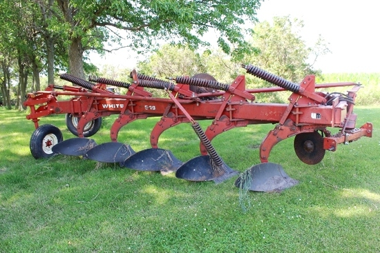 "WHITE 549 5-18"" SEMI INT PLOW, AR, (2) COULTERS,"