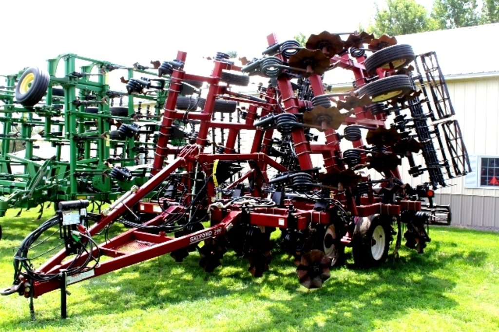 LATE MODEL FARM EQUIPMENT RETIREMENT AUCTION