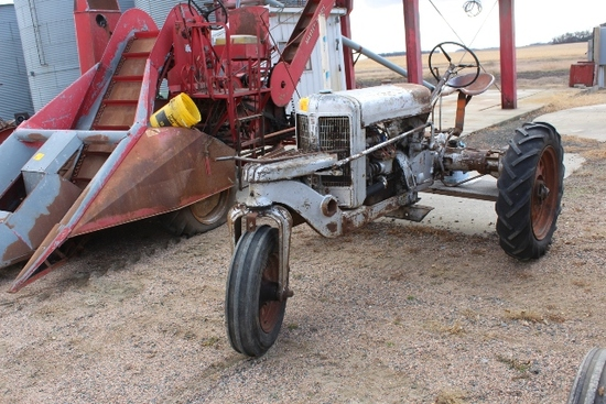 SILVER KING TRACTOR, SINGLE FRONT WHEEL,