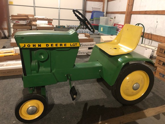 PAUL GAUL ESTATE-HUGE 1/16TH & 1/64TH TOY TRACTOR