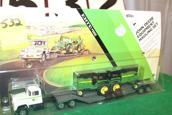 1/64 MACK JOHN DEERE EQUIPMENT HAULING SEMI,