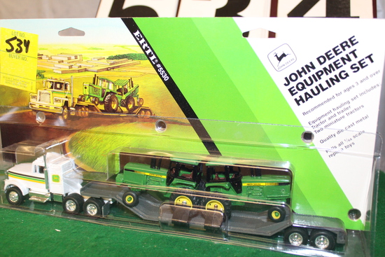 1/64 JOHN DEERE EQUIPMENT HAULING SEMI,