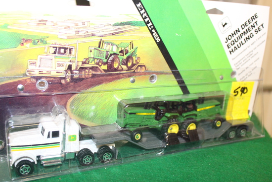 1/64 JOHN DEERE EQUIPMENT HAULING SET,