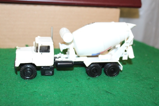 1/50 MACK CEMENT TRUCK WITH EVANS ON