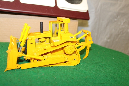 1/50 CAT D10 DOZER WITH REAR RIPPER BY CONRAD,