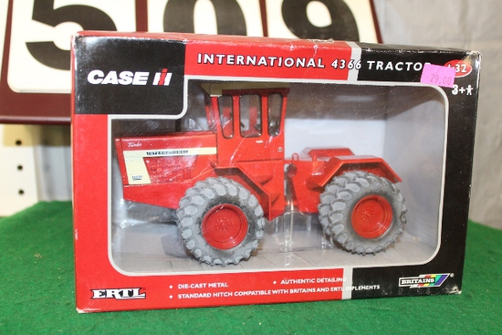 1/32 IH 4366 4WD, BOX HAS SOME DAMAGE, TOY IS