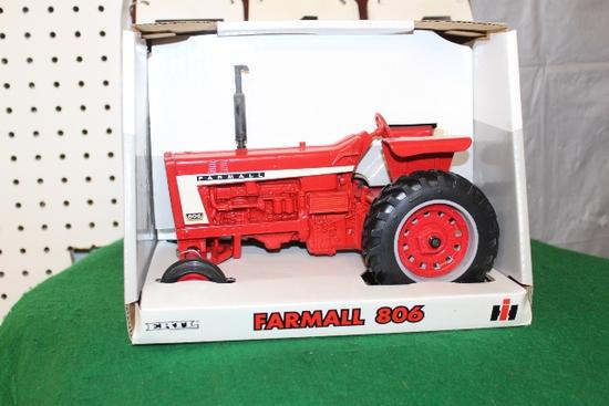 1/16 FARMALL 806, WF, BOX HAS LIGHT WEAR