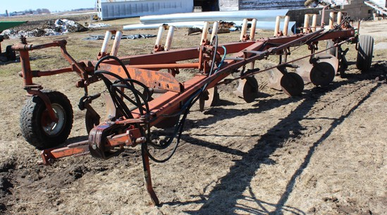 "IH 720 7-18"" AR PLOW, (7) COULTERS, 2 PT HITCH,"