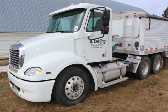 *** 2005 FREIGHTLINER COLUMBIA DAY CAB SEMI