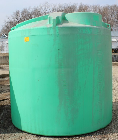 2,000 GALLON GREEN POLY TANK