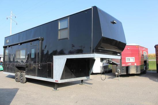 *** 2020 8' X 32' AMERICAN SURPLUS 5TH WHEEL ICE CASTLE FISH HOUSE,