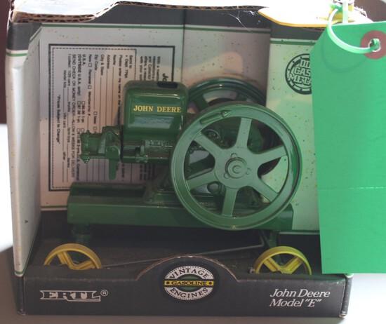 "JOHN DEERE GAS ENGINE ""E""  SERIES 1/16 SCALE, BOX HAS WEAR"