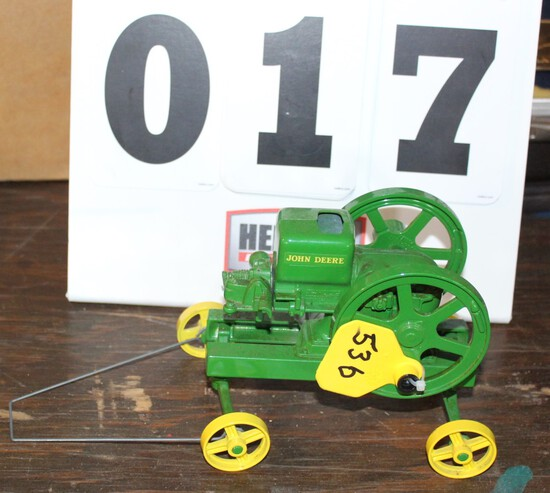 """JOHN DEERE GAS ENGINE """"E""""  SERIES 1/16TH SCALE TOY WITH BACKWARDS CRANK, NO"""