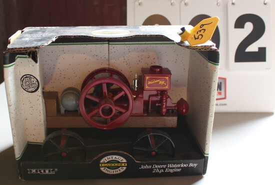 JOHN DEERE WATERLOO BOY 2 HP, 1/16 SCALE TOY IN A BOX, BOX HAS WEAR