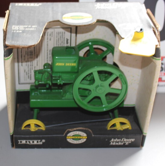 """JOHN DEERE GAS ENGINE """"E""""  SERIES TOY IN  A BOX WITH BACKWARDS CRANK,  BOX"""