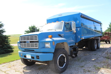 ***1987 Ford F-800 Tandem Axle Truck