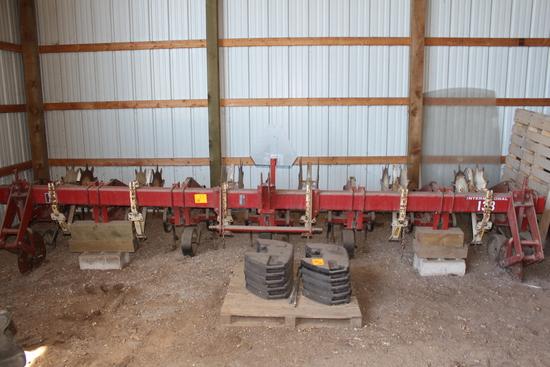 "IH 133 Cultivator, 6R30"", Rolling Shields, (5) Danish Tines Per Row"
