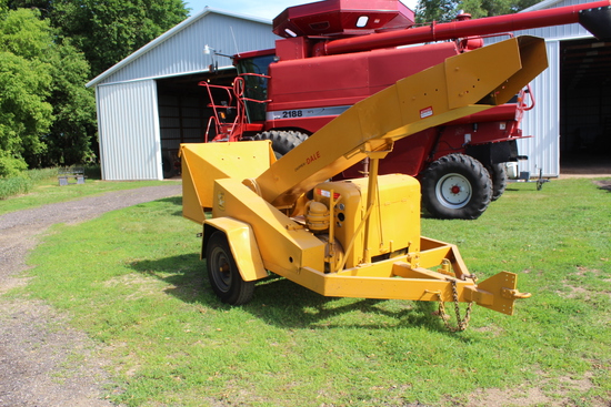 "Wood Chipper on 2 Wheel Trailer, 10""x14"", Ford 4 Cyl Gas"