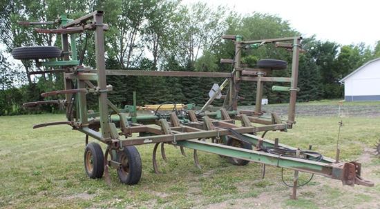 "John Deere 1610 Chisel Plow, 29' 29 Shank, Walking Tandem On Mainframe, 2"""