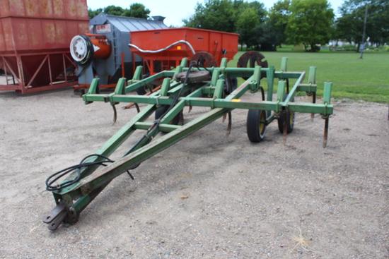 John Deere 14' 1600 Chisel Plow, 14 Shanks, Walking Tandem, Pull Type, Extr