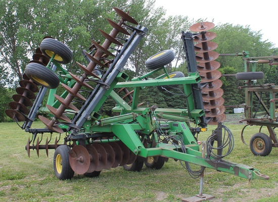 John Deere 630 Disk, 25.5', Tandems On Mainframe and Wings, SN- N00630X0086