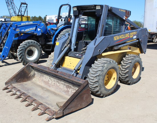 2000 New Holland LS180 Skidloader, 2 Speed, Enclosed Cab, Heat, Aux Hyd, 12-16.5 Tires,
