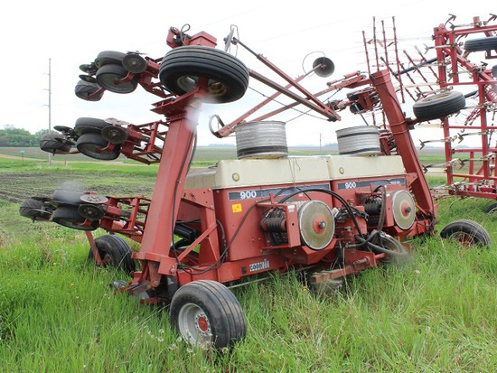 """CaseIH 12R30"""" 900 Cyclo Planter, Semi Mounted, Lift Assist, Disk Style Row"""
